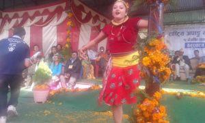१५ औँ वार्षिक साधारणसभाको उद्घाटन सत्रमा आफ्नो नृत्य प्रतिभा देखाउँदै अपाङ्गता भएका कलाकार श्री निलम