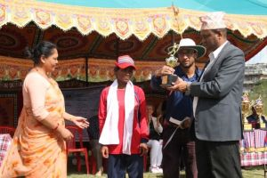 sudershan subedi chairperson of NFDN giving the troffi in 1st international blind women cricket tour