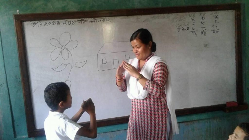 a teacher using signlanguage to teach