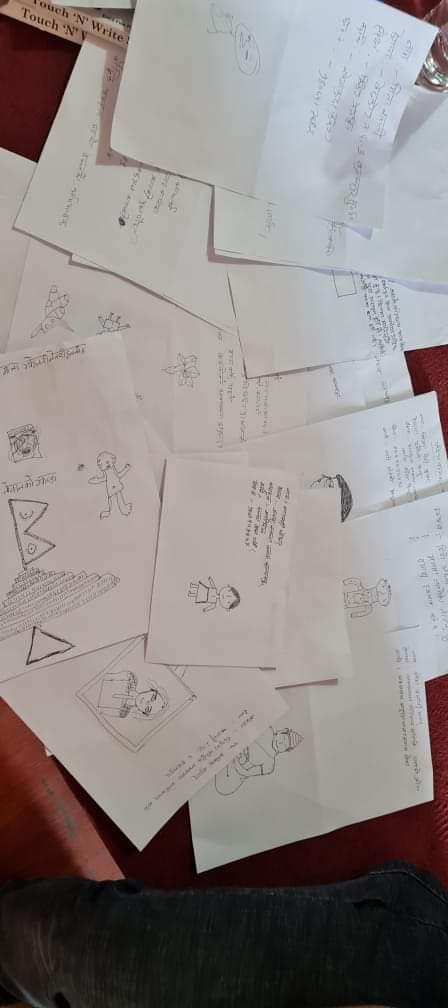 ऐनामा आफूलाई हेरि आफ्नो चित्र बनाई परिचय दिने सत्रमा संकलित सामग्रीहरुको संग्रह